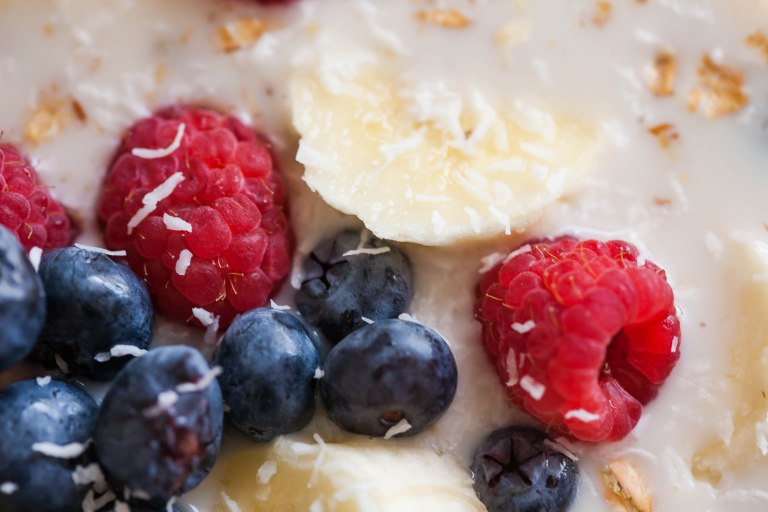 museli with fresh fruit